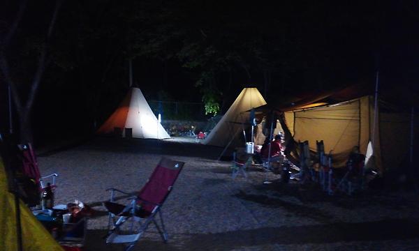 A구역 캠핑장 야경.png